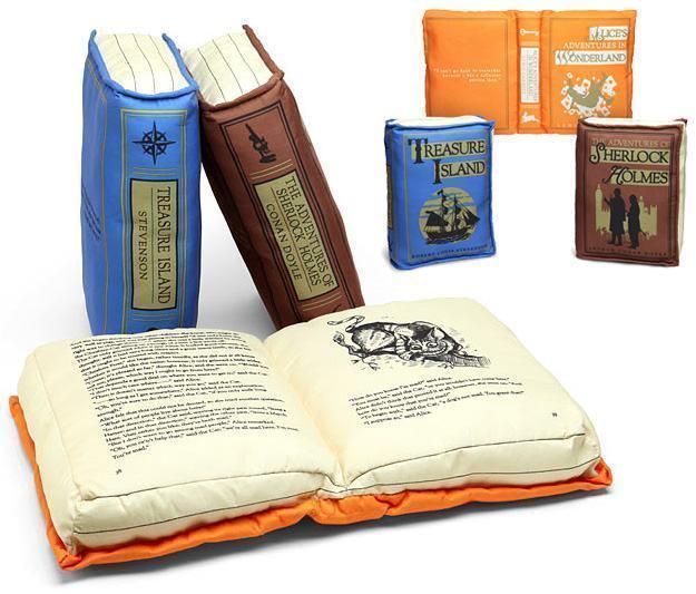 Olde-Book-Pillow-Classics-01