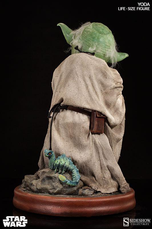 Yoda-Life-Size-Figure-Sideshow-06