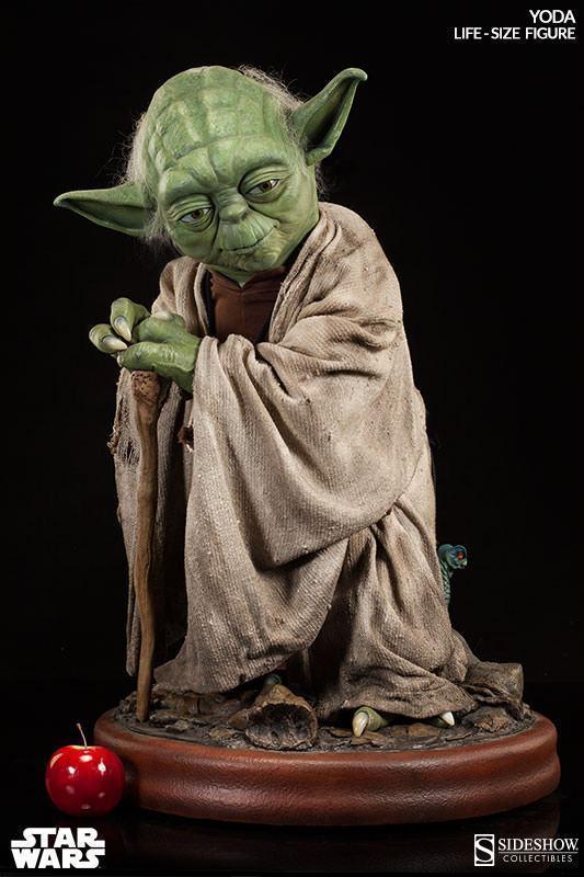 Yoda-Life-Size-Figure-Sideshow-07