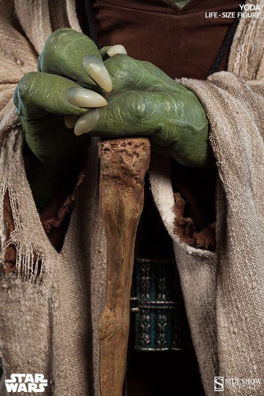 Yoda-Life-Size-Figure-Sideshow-08