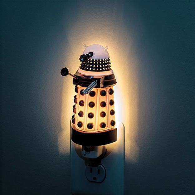 Dalek-Night-Light-02