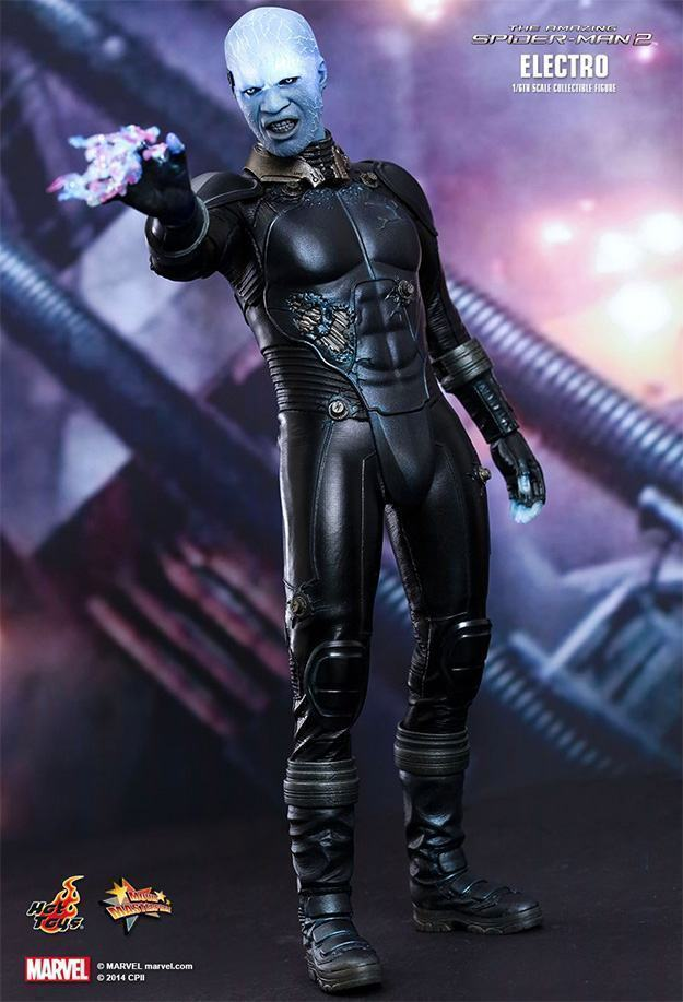 Electro-Collectible-Figure-Hot-Toys-01