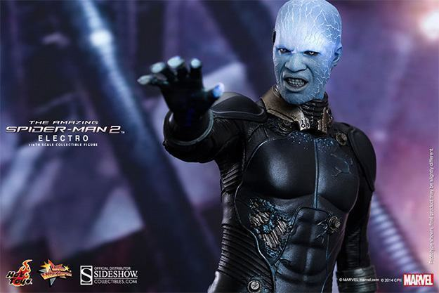 Electro-Collectible-Figure-Hot-Toys-04