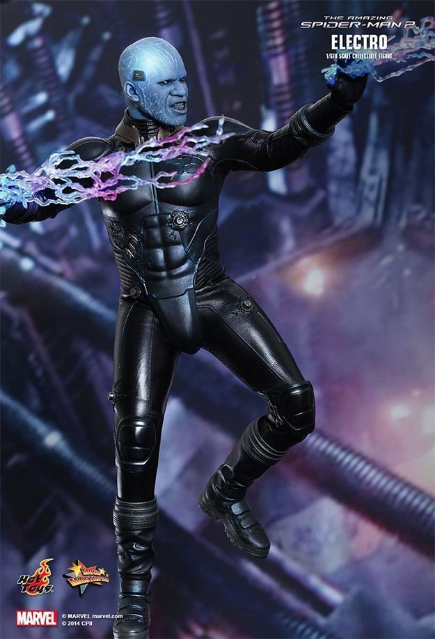 Electro-Collectible-Figure-Hot-Toys-06