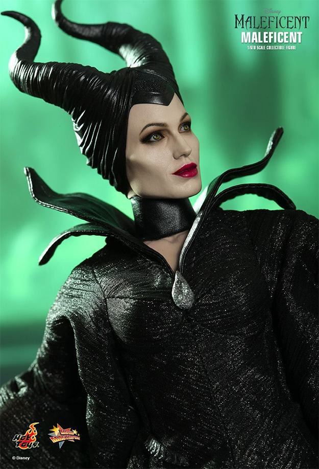 Maleficent-Hot-Toys-Collectible-Figure-02