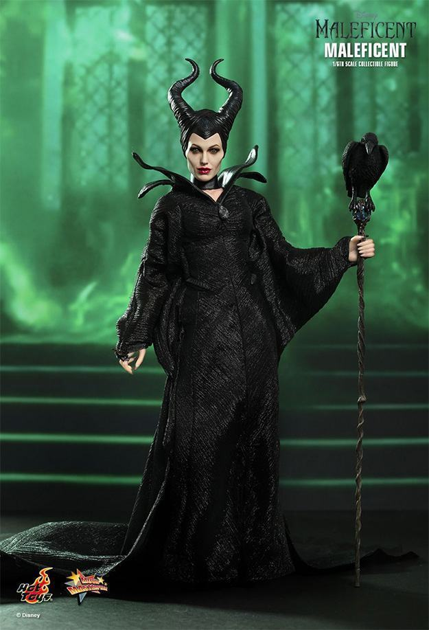 Maleficent-Hot-Toys-Collectible-Figure-04