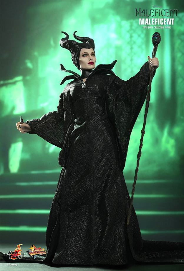 Maleficent-Hot-Toys-Collectible-Figure-07