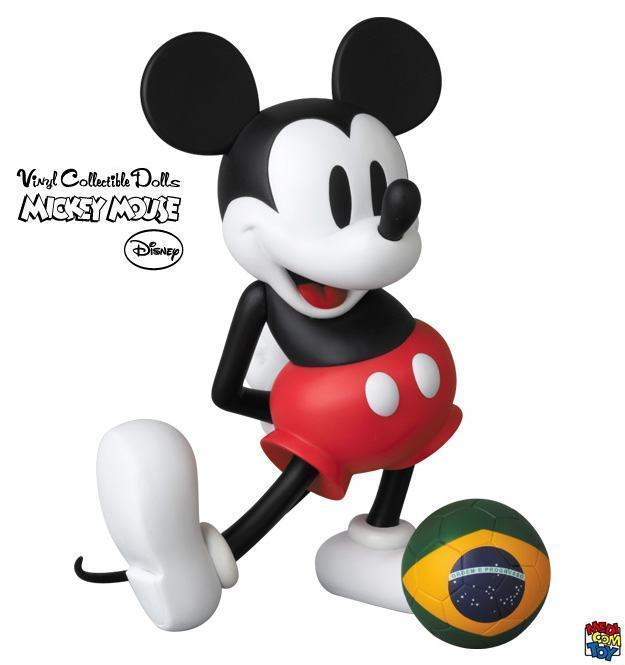 Mickey-Mouse-with-Football-VCD-Copa-02
