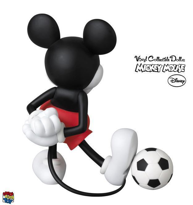 Mickey-Mouse-with-Football-VCD-Copa-07