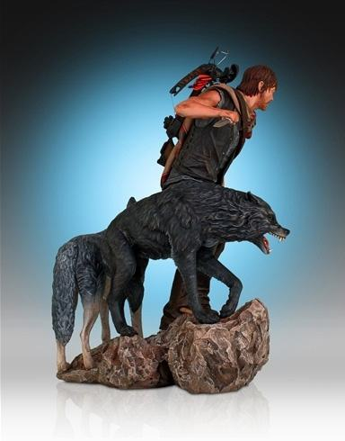 Daryl-and-the-Wolves-Statue-06