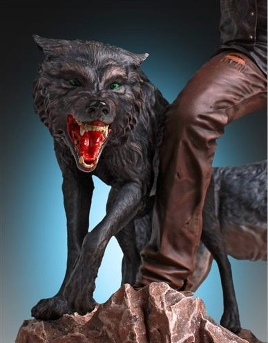 Daryl-and-the-Wolves-Statue-07