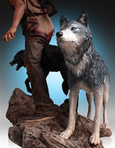Daryl-and-the-Wolves-Statue-08