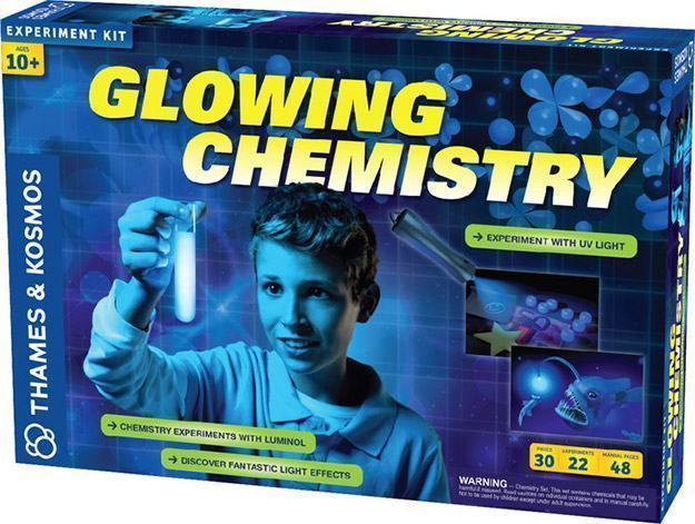 Glowing-Chemistry-Kit-02