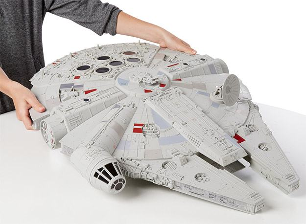 Star-Wars-Hero-Series-Millennium-Falcon-02