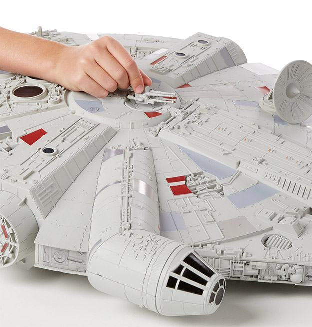 Star-Wars-Hero-Series-Millennium-Falcon-03