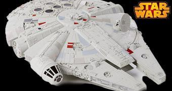 Star Wars Hero Series Millennium Falcon em Escala 3.75""