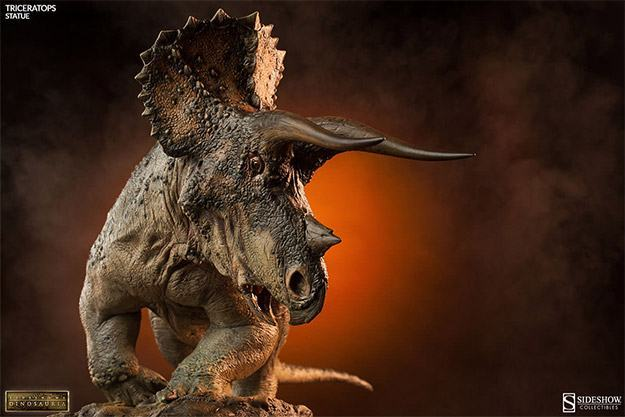 Triceratops-Dinosauria-Statue-01