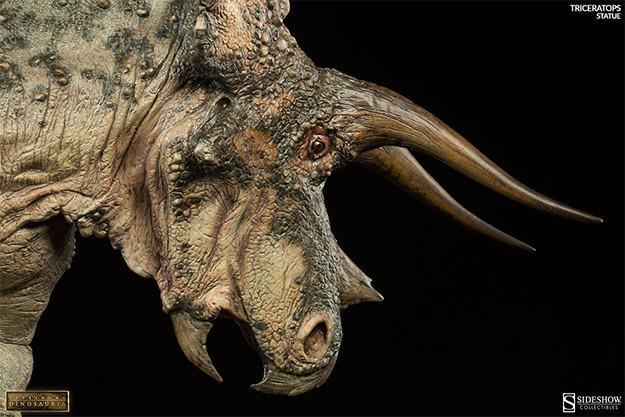 Triceratops-Dinosauria-Statue-05