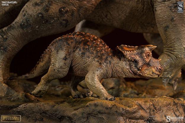 Triceratops-Dinosauria-Statue-07