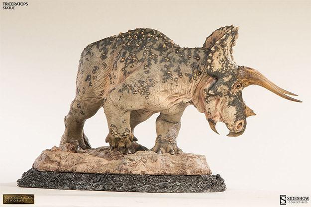 Triceratops-Dinosauria-Statue-09
