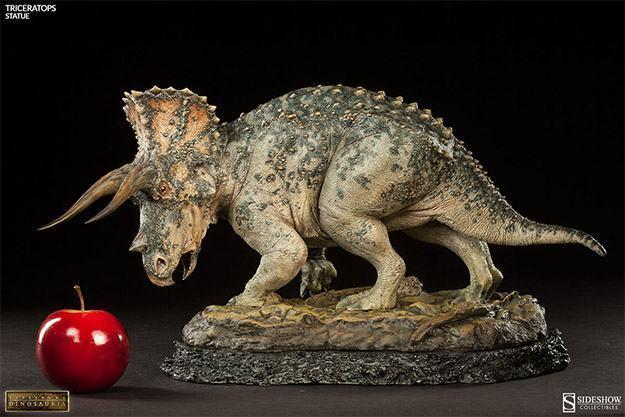 Triceratops-Dinosauria-Statue-11
