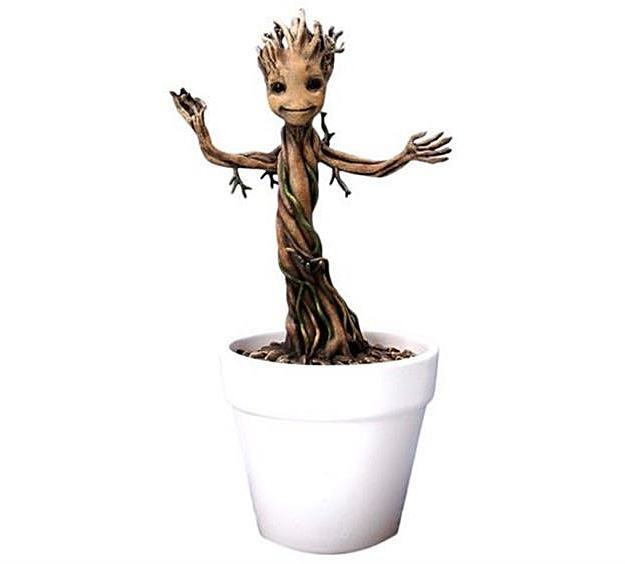 Baby-Groot-Marvel-Action-Hero-Vignette-02