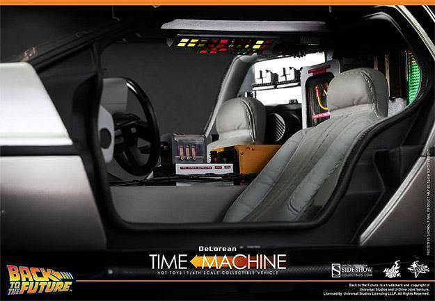DeLorean-Time-Machine-Colletible-Vehicle-MMS260-Hot-Toys-06