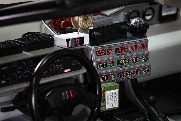 DeLorean-Time-Machine-Colletible-Vehicle-MMS260-Hot-Toys-08