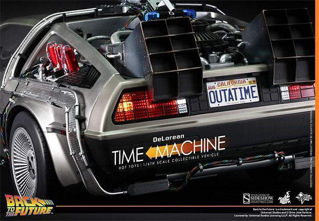 DeLorean-Time-Machine-Colletible-Vehicle-MMS260-Hot-Toys-09