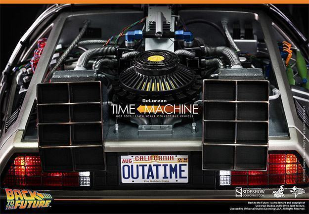DeLorean-Time-Machine-Colletible-Vehicle-MMS260-Hot-Toys-10
