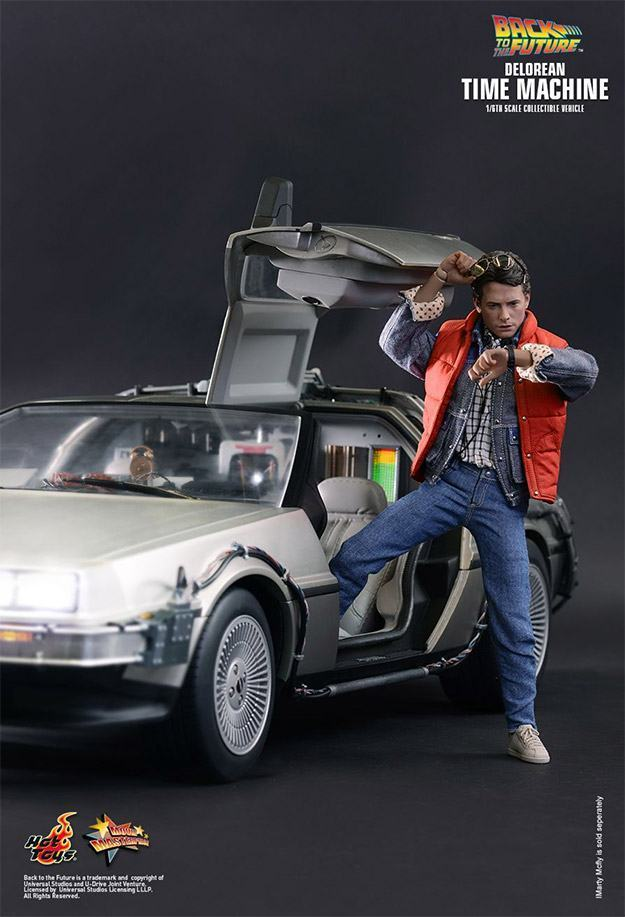 DeLorean-Time-Machine-Colletible-Vehicle-MMS260-Hot-Toys-12