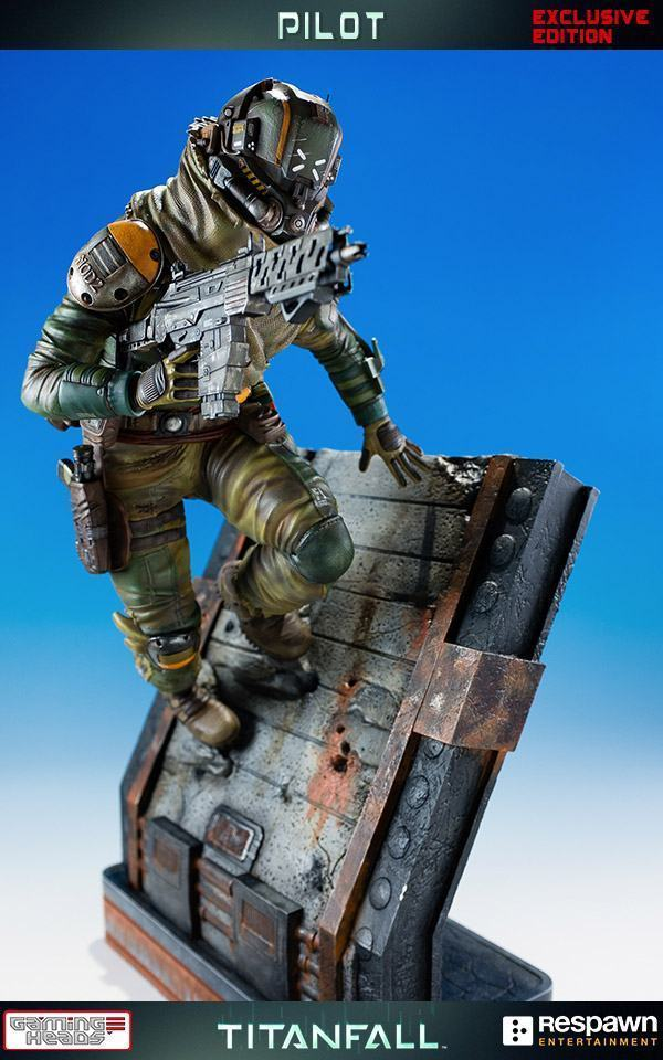 Titanfall-Militia-Assault-Pilot-Statue-01
