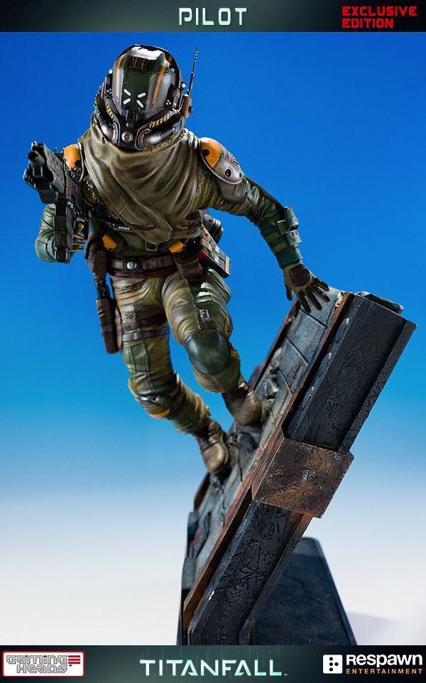 Titanfall-Militia-Assault-Pilot-Statue-05