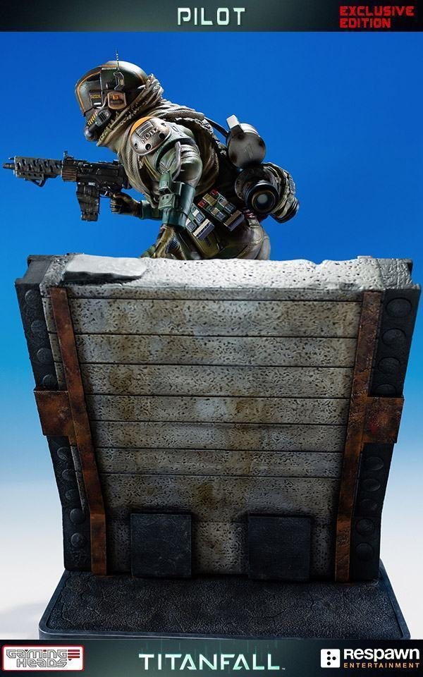 Titanfall-Militia-Assault-Pilot-Statue-07