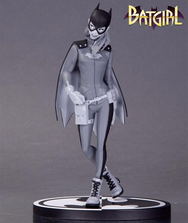 Batgirl-Black-and-White-Statue-01