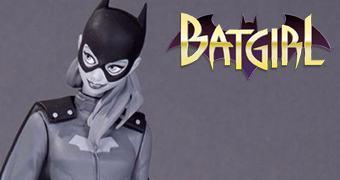 Batgirl em Preto e Branco – Estátua da Linha Batman: Black and White