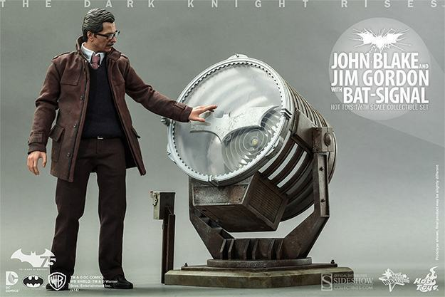 John-Blake-Jim-Gordon-Bat-Signal-Hot-Toys-Collectible-Set-03