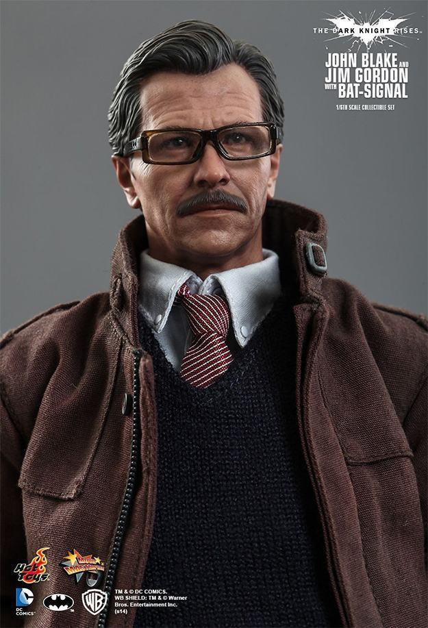 John-Blake-Jim-Gordon-Bat-Signal-Hot-Toys-Collectible-Set-05