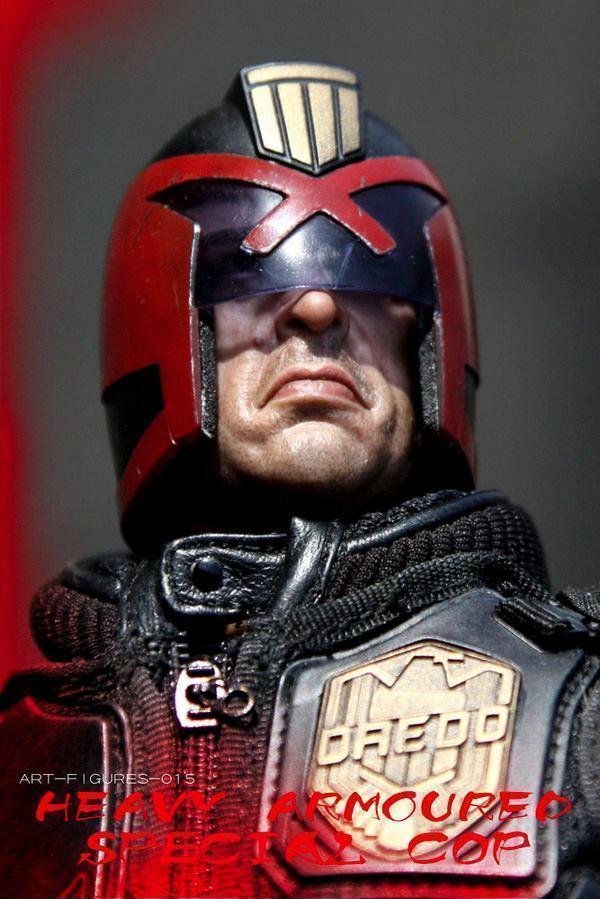 Judge-Dredd-Heavy-Armoured-Special-Cop-Action-Figure-02