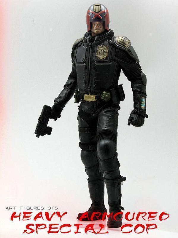 Judge-Dredd-Heavy-Armoured-Special-Cop-Action-Figure-05