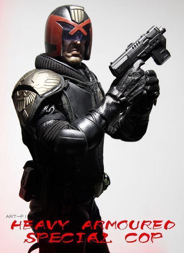 Judge-Dredd-Heavy-Armoured-Special-Cop-Action-Figure-07