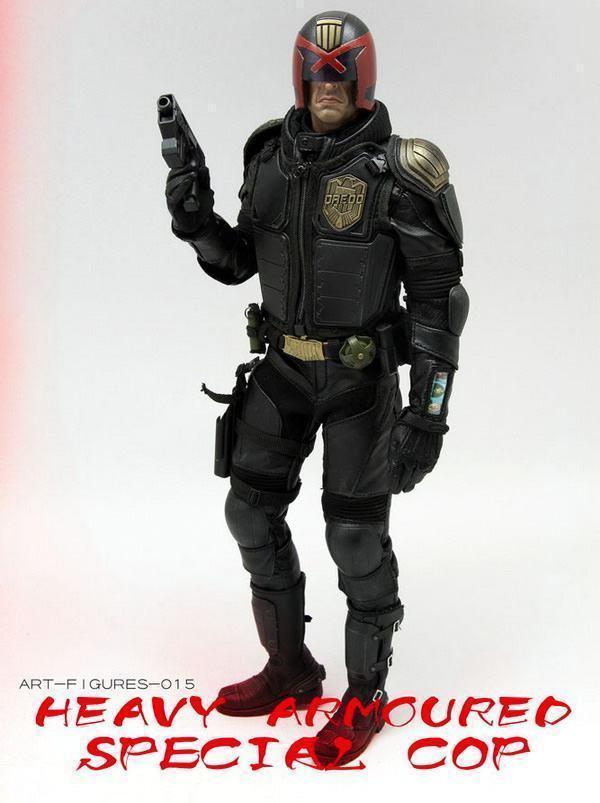 Judge-Dredd-Heavy-Armoured-Special-Cop-Action-Figure-09