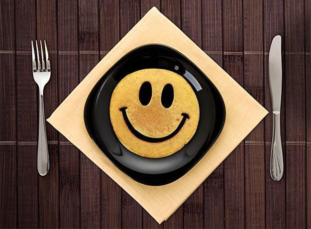 Ovo-Smiley-Face-Crack-a-Smile-Egg-Mold-02