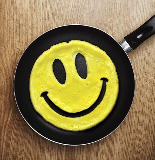 Ovo-Smiley-Face-Crack-a-Smile-Egg-Mold-03