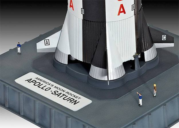 Apollo-Saturn-V-Plastic-Model-Kit-02