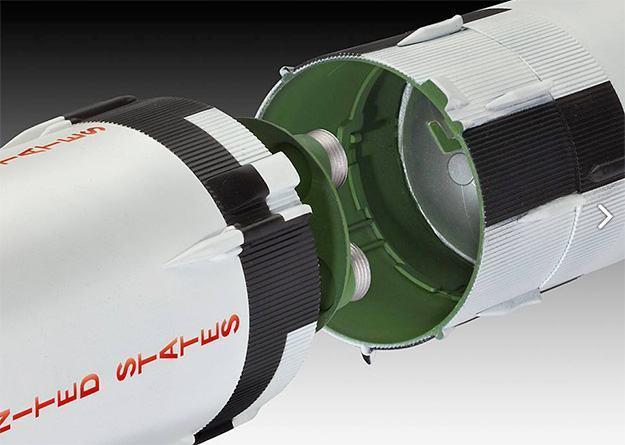Apollo-Saturn-V-Plastic-Model-Kit-05