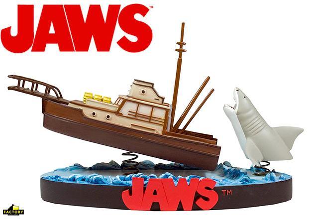 Jaws-Orca-Attack-Bruce-Premium-Motion-Statue-01