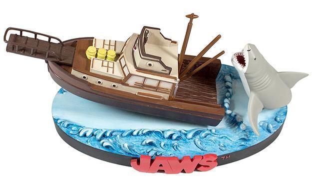 Jaws-Orca-Attack-Bruce-Premium-Motion-Statue-04