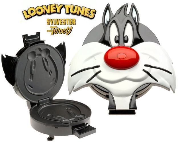 Looney-Tunes-WM20LT-Sylvester-and-Tweety-Waffle-Maker-3D-01