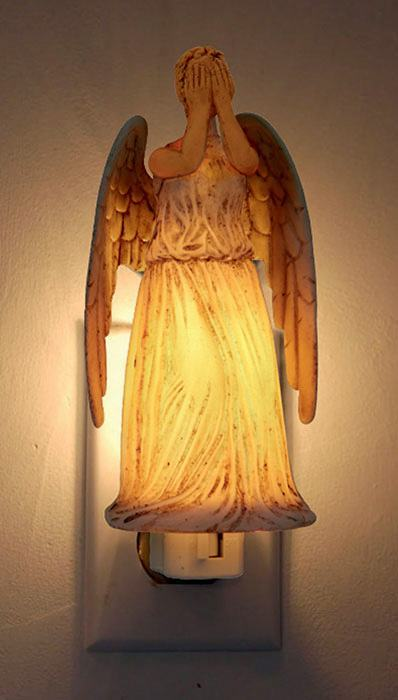 Luz-Noturna-Doctor-Who-Weeping-Angel-Night-Light-02